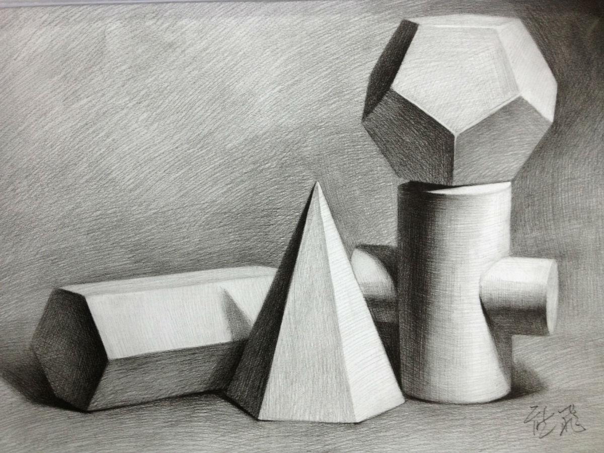 你可以先画立方体,圆柱体和球体.这些都是最简单的基本形体.